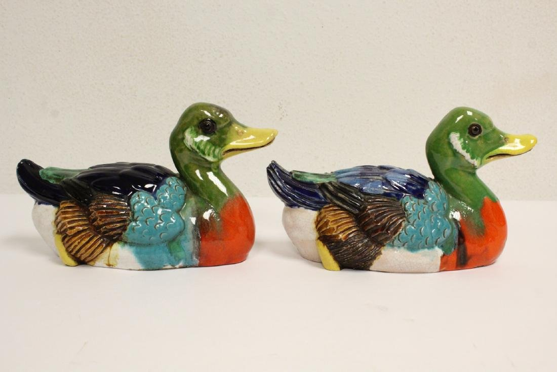 2 Chinese wucai porcelain ducks and an antique plate - 4