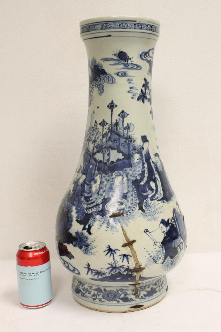 Chinese 18th c. or earlier lg b&w porcelain jar