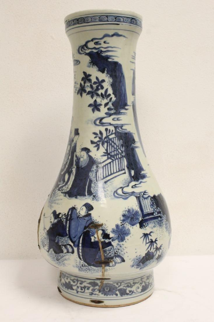 Chinese 18th c. or earlier lg b&w porcelain jar - 2