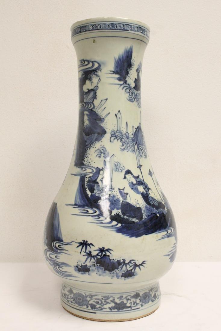 Chinese 18th c. or earlier lg b&w porcelain jar - 3