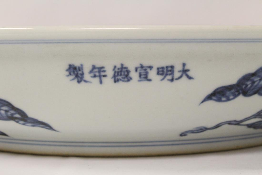 A large Chinese blue and white porcelain vase - 4