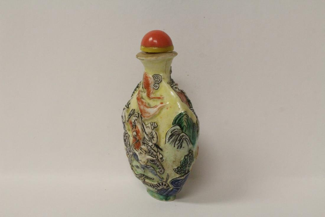 Chinese antique molded porcelain snuff bottle - 2