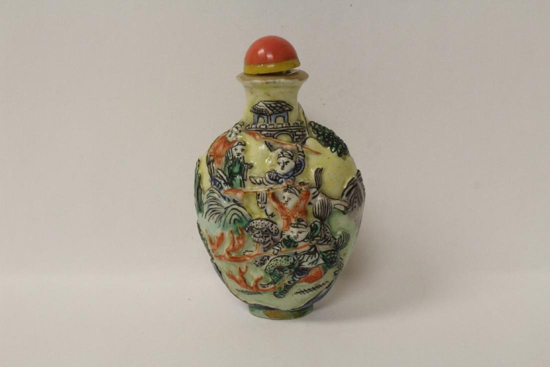 Chinese antique molded porcelain snuff bottle - 3