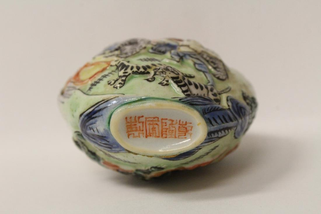 Chinese antique molded porcelain snuff bottle - 9