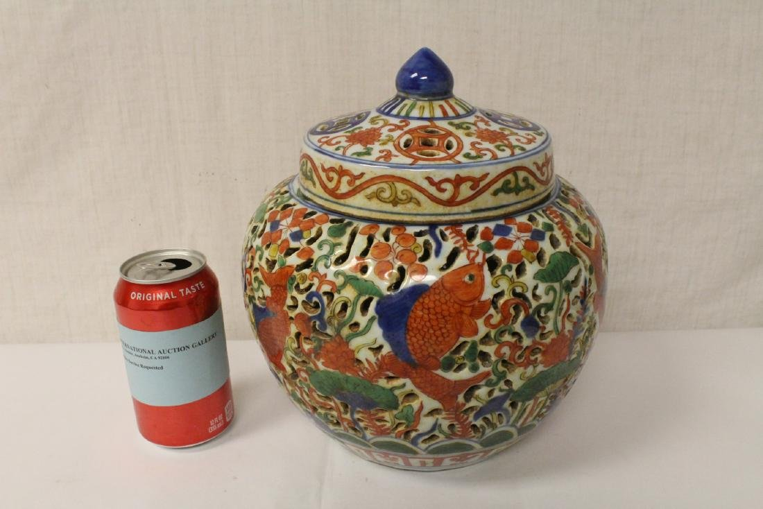 Chinese large wucai porcelain covered censer - 2