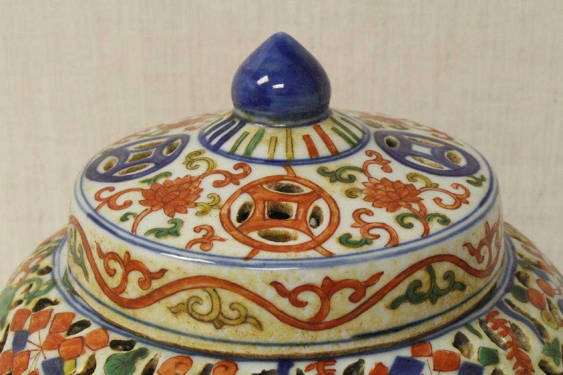 Chinese large wucai porcelain covered censer - 4