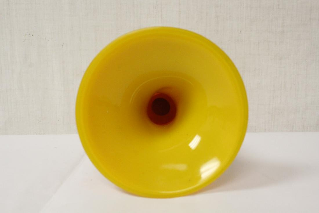 A yellow Peking glass vase - 7