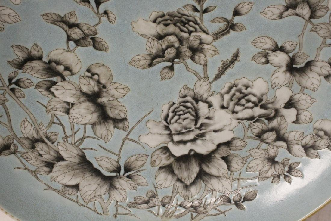 Large Chinese famille rose porcelain charger - 9