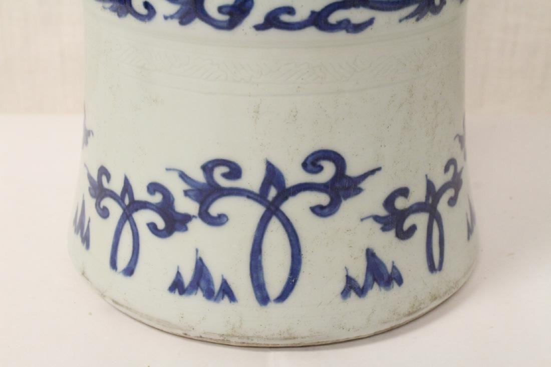 Chinese blue and white porcelain trumpet vase - 7