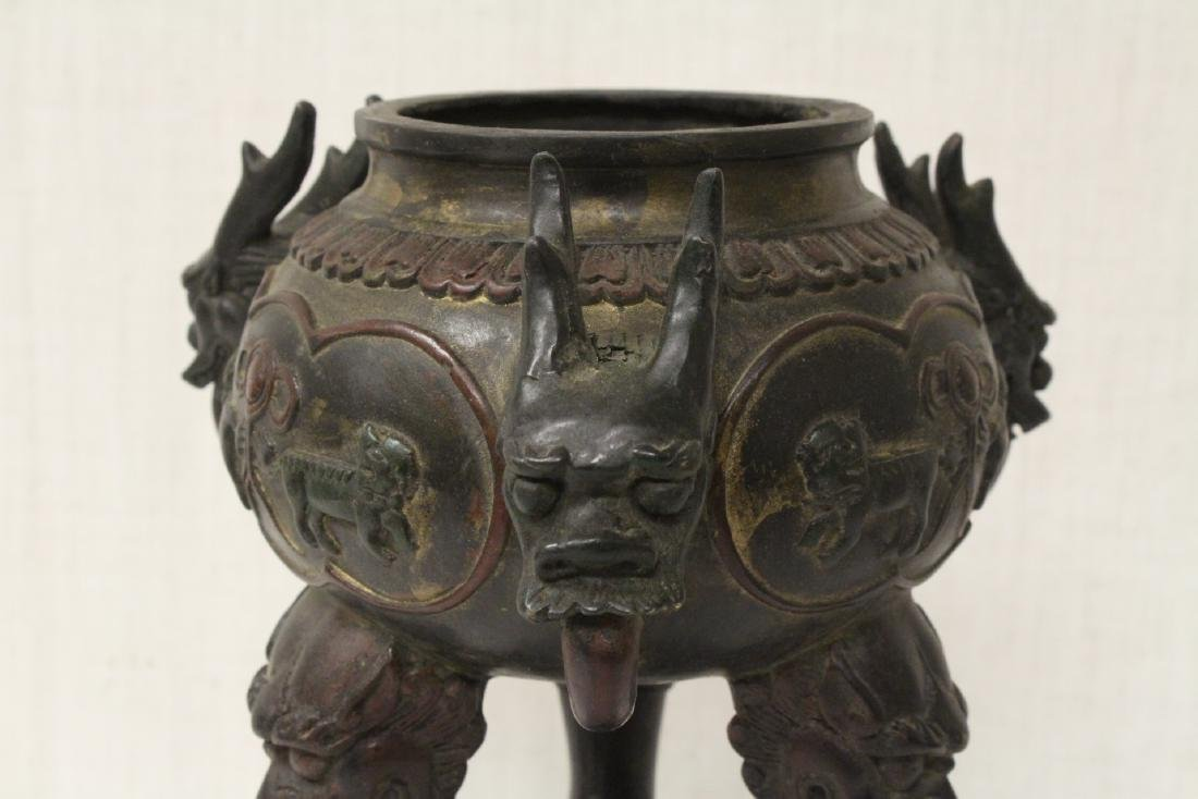 A very ornate Chinese bronze censer - 9