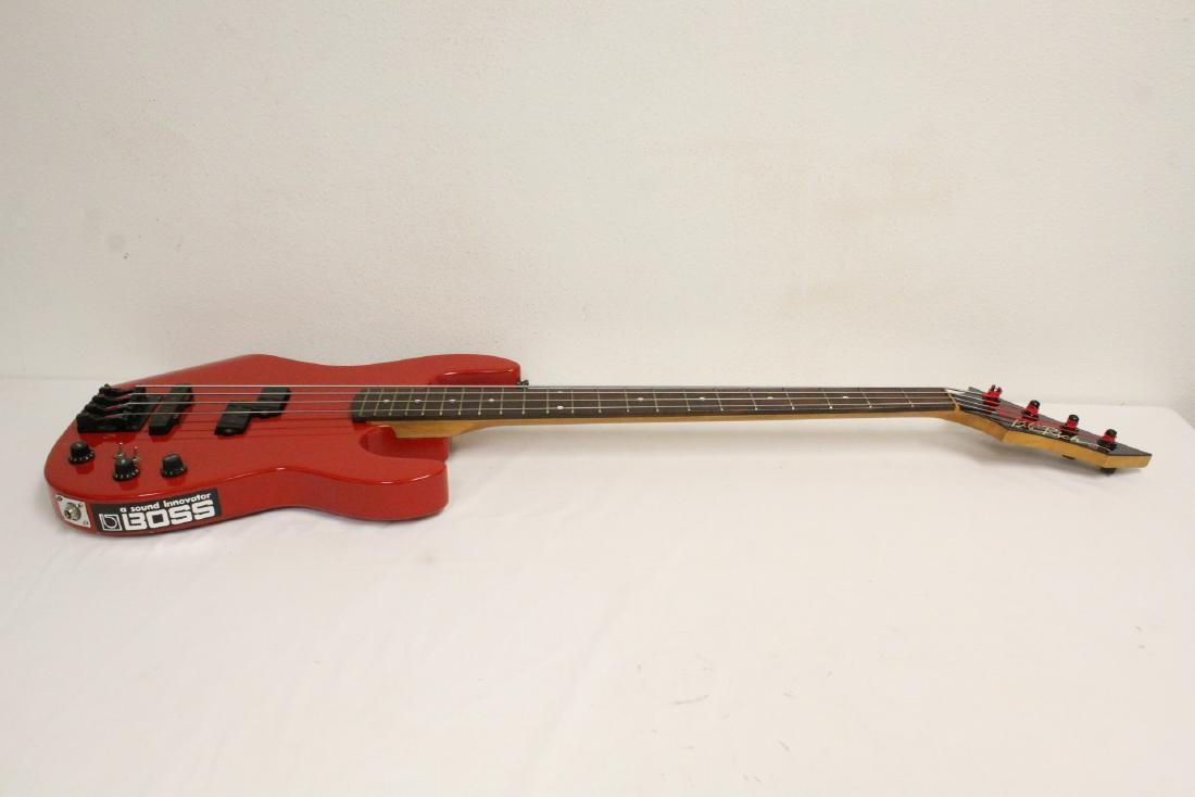 A BC Rich electric bass guitar - 8