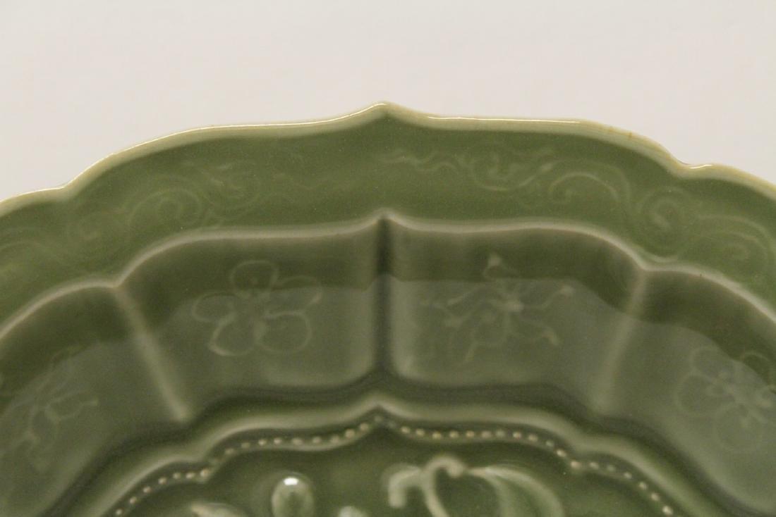 Large Chinese Ming style celadon platter - 7