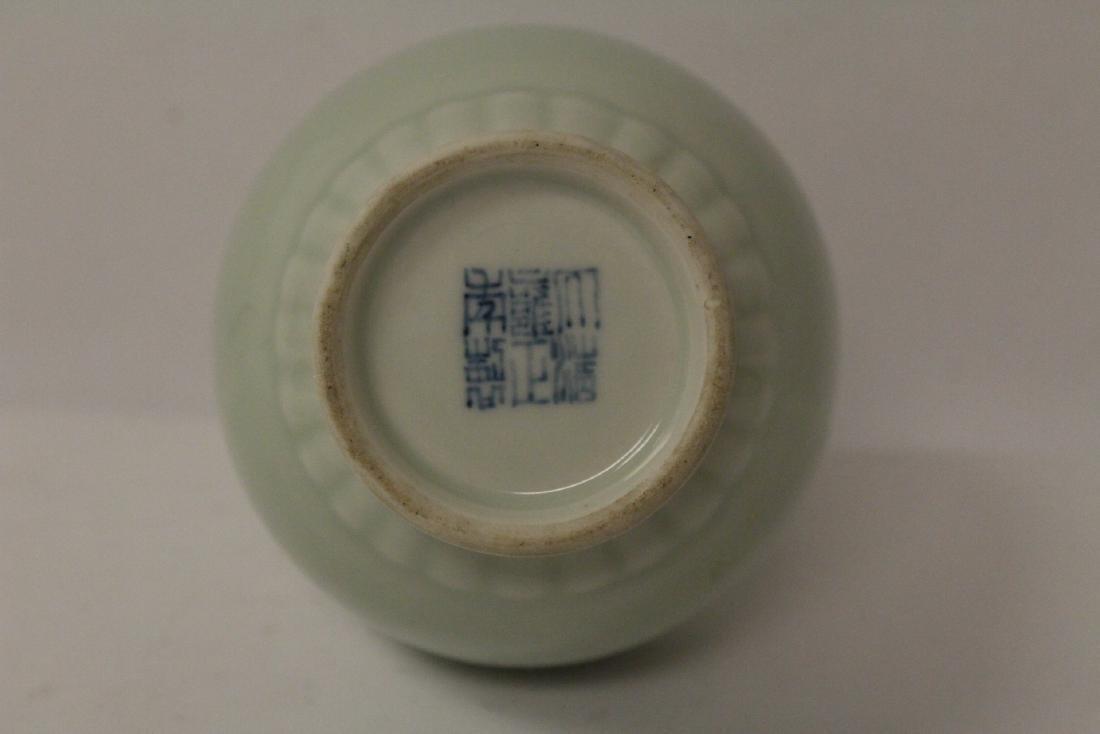 Chinese porcelain vase & a porcelain covered vase - 10