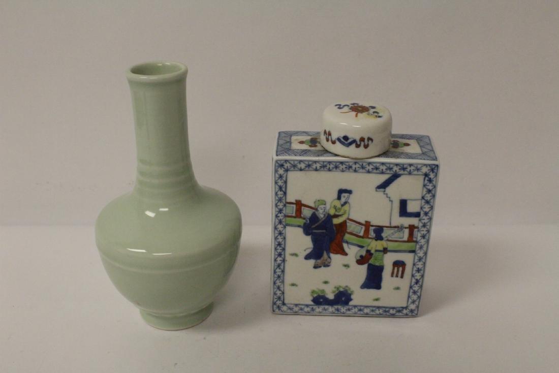 Chinese porcelain vase & a porcelain covered vase