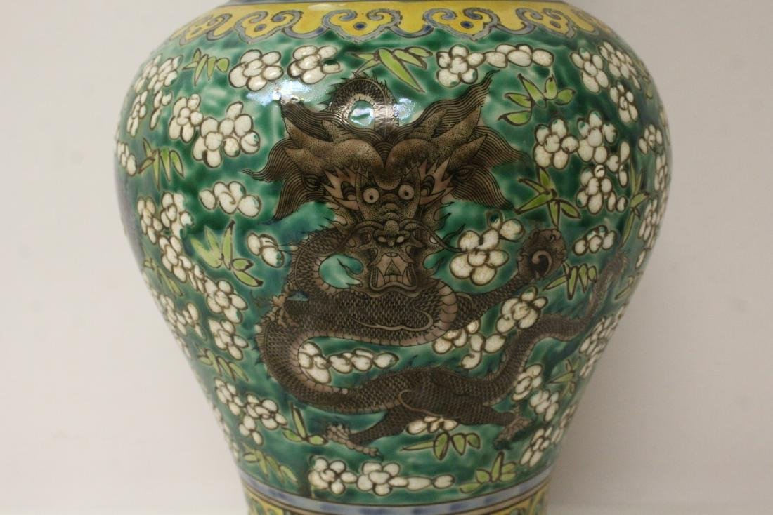 Chinese green background famille rose vase - 3