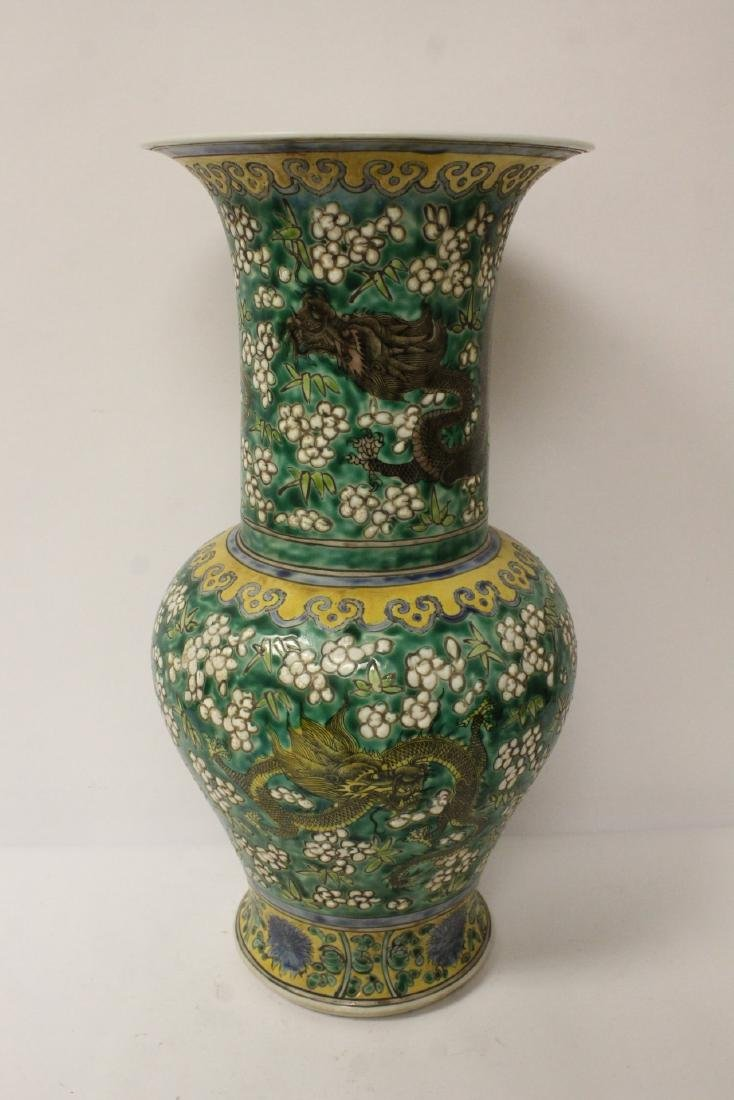 Chinese green background famille rose vase - 7