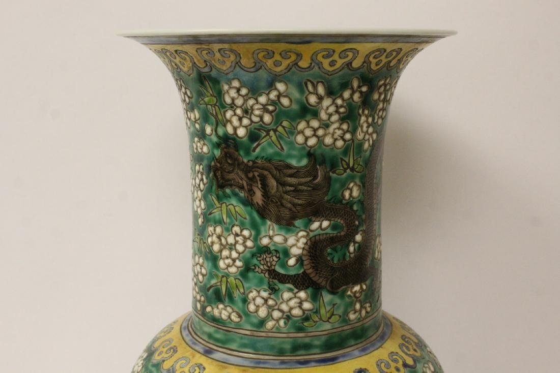 Chinese green background famille rose vase - 9