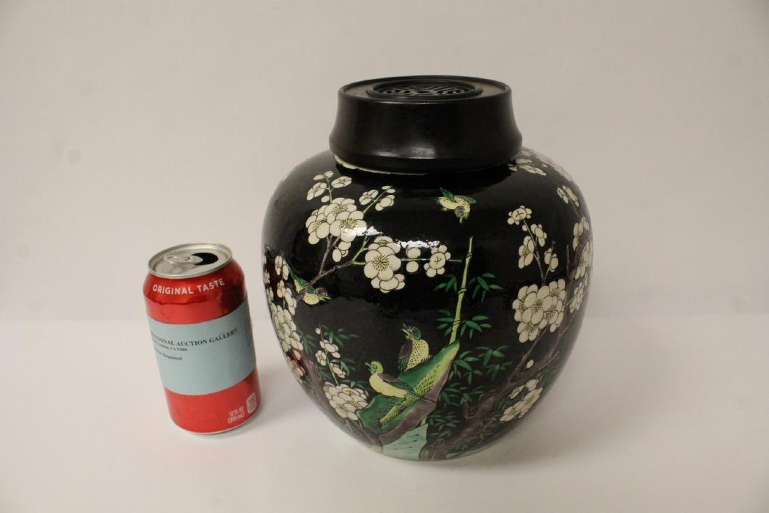 An important Chinese antique porcelain jar - 2