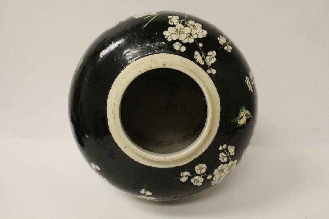 An important Chinese antique porcelain jar - 9