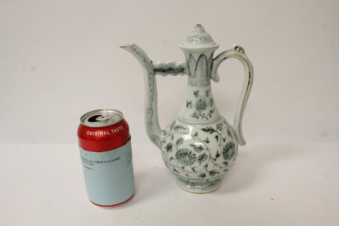 Chinese blue and white wine server - 2