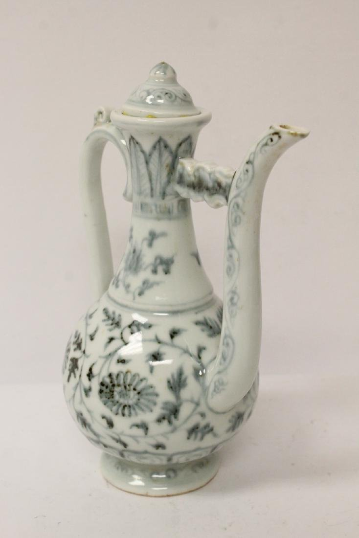 Chinese blue and white wine server - 4