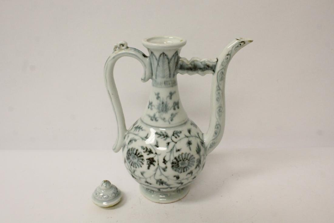 Chinese blue and white wine server - 5