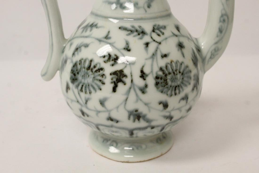 Chinese blue and white wine server - 9