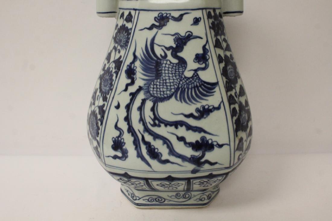 Chinese blue and white porcelain vase - 2
