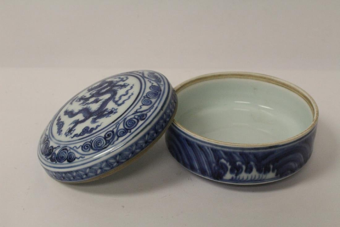 Chinese blue and white covered box - 4