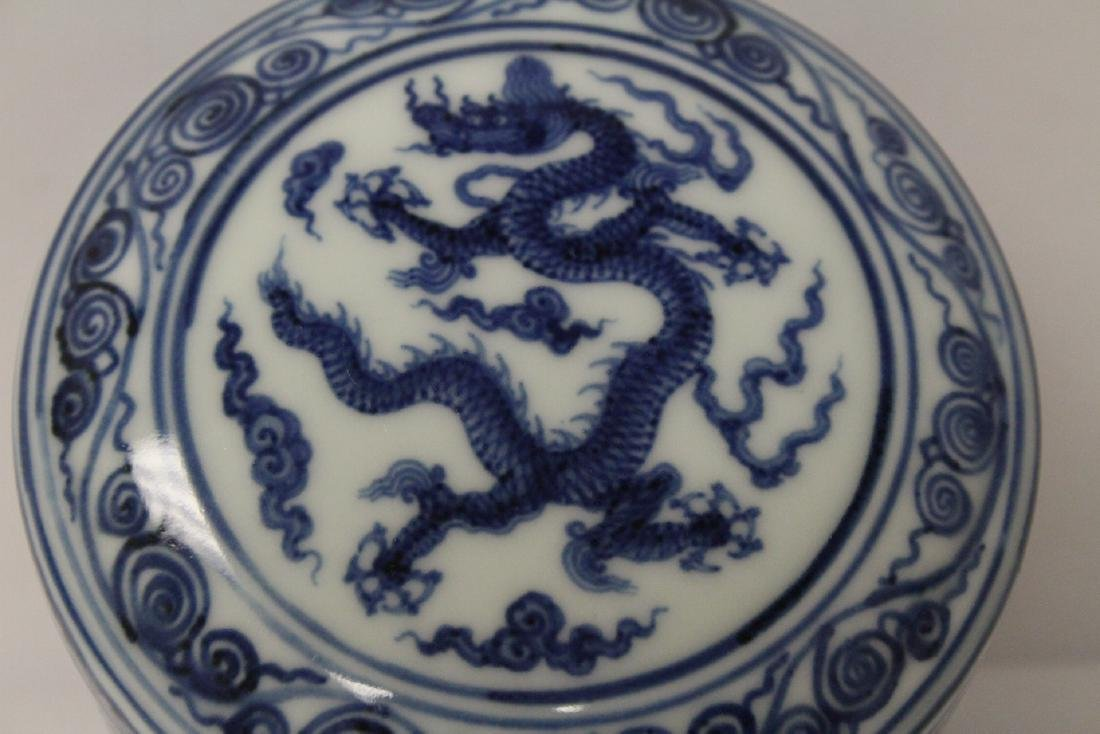 Chinese blue and white covered box - 7