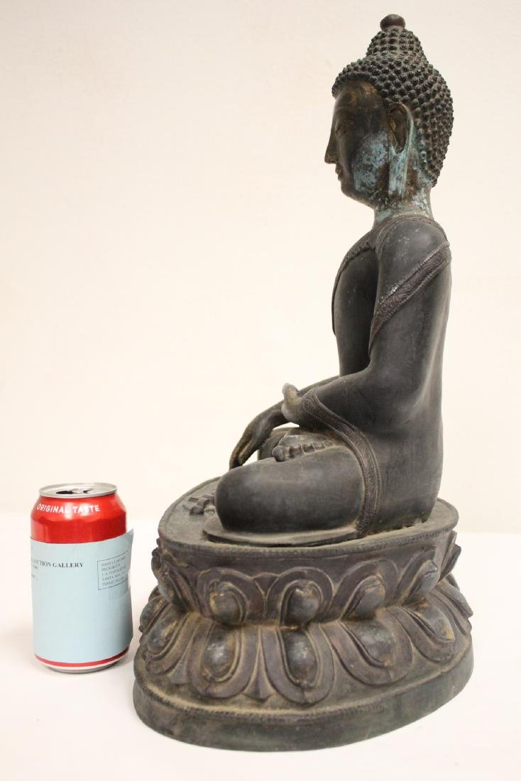 A large Chinese bronze sculpture - 2