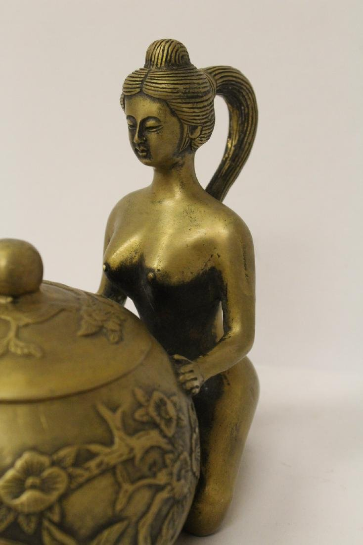 Chinese bronze teapot with nude motif handle - 3