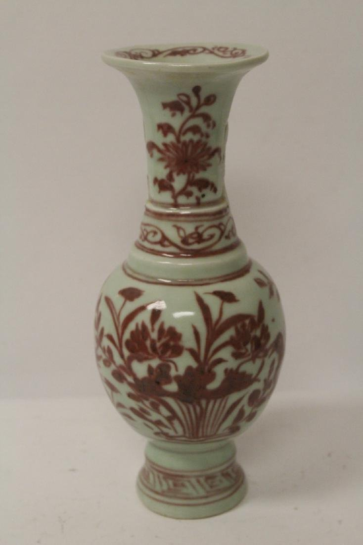 Chinese red and white vase, both handles missing - 3