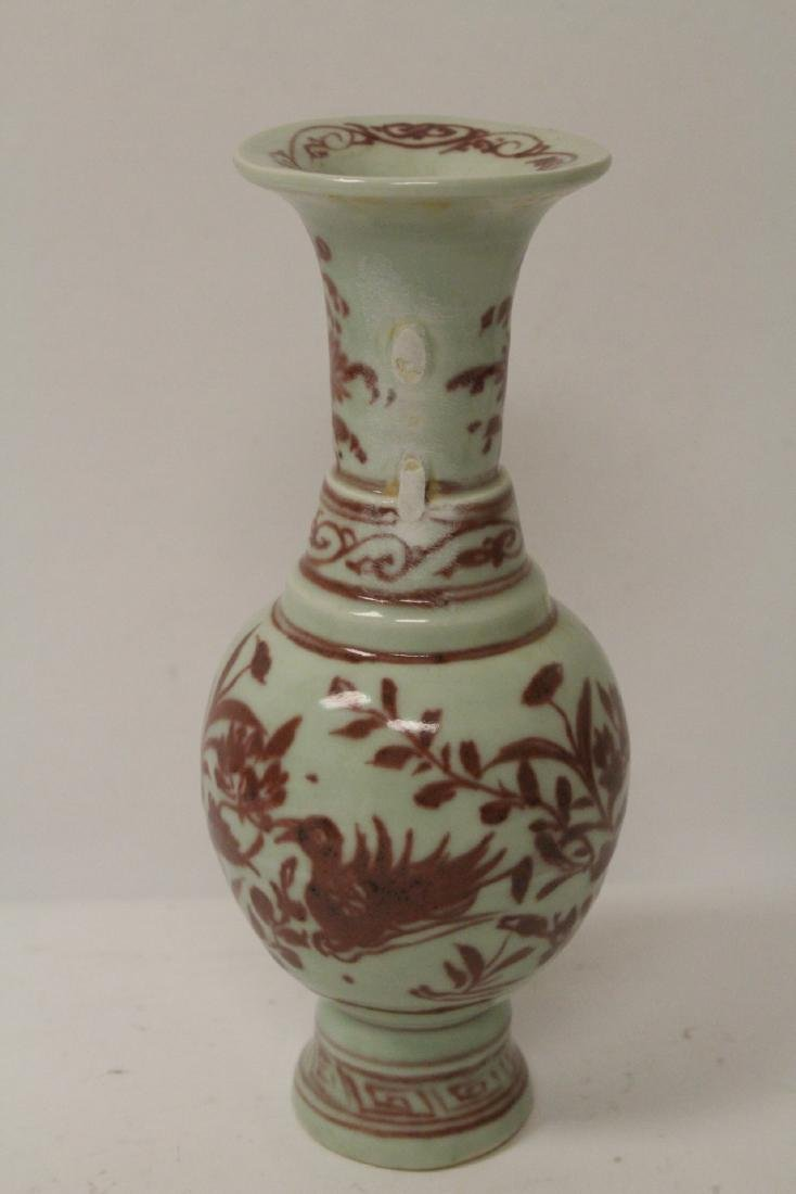 Chinese red and white vase, both handles missing - 4