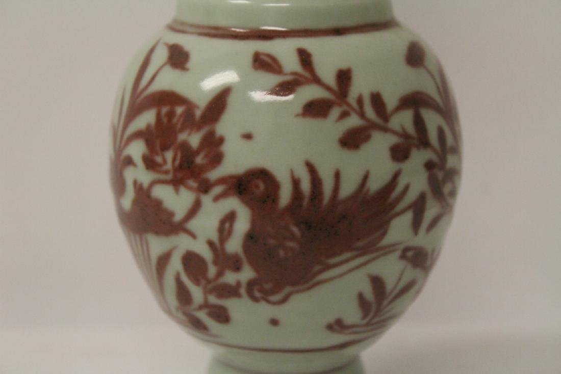 Chinese red and white vase, both handles missing - 5
