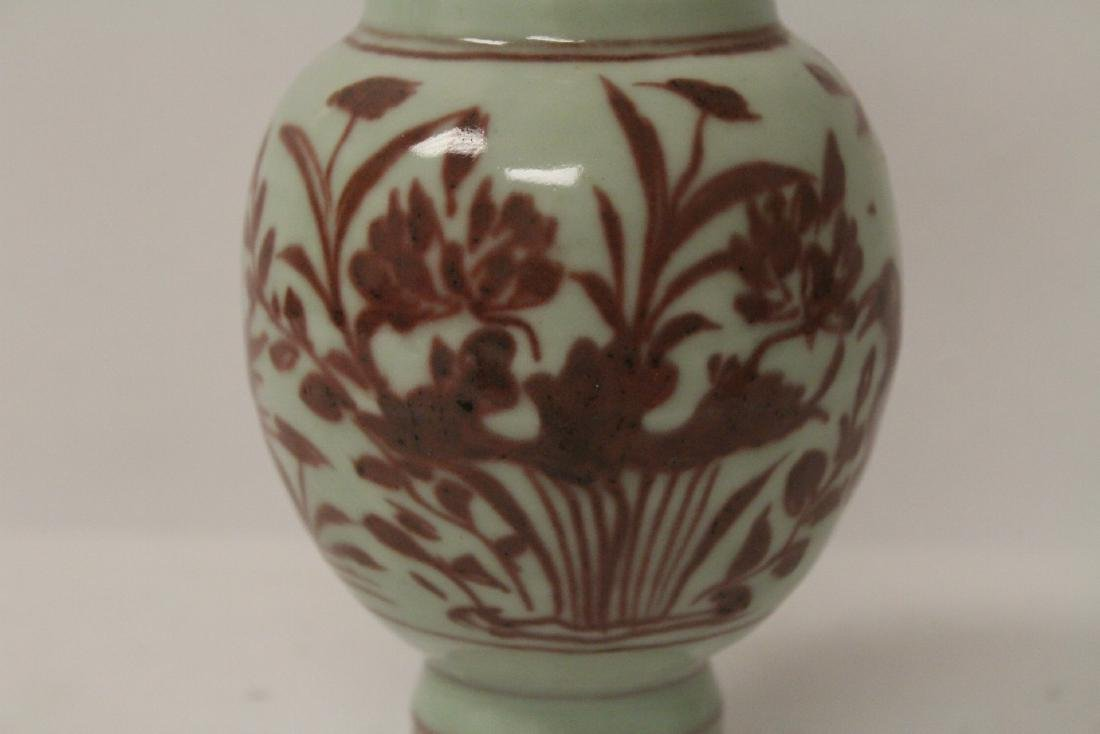 Chinese red and white vase, both handles missing - 6