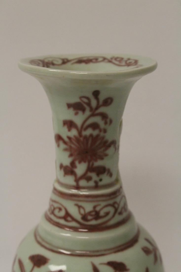 Chinese red and white vase, both handles missing - 7
