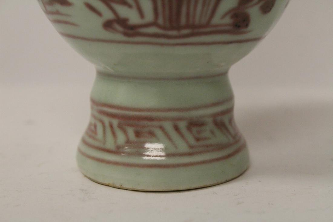 Chinese red and white vase, both handles missing - 8