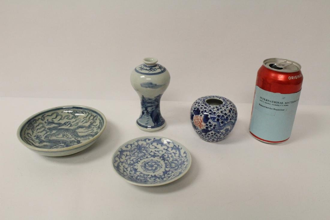 4 blue and white porcelain pieces