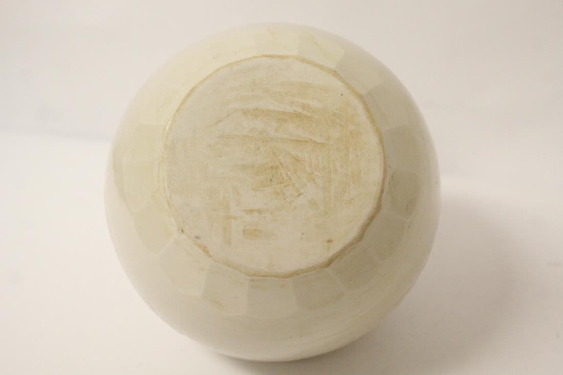 Small white porcelain jar - 8