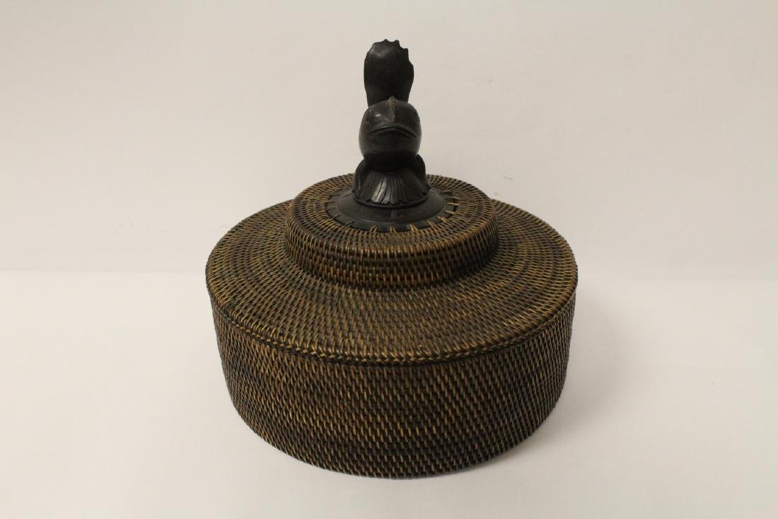 antique Nantucket basket with wood carving finial - 3