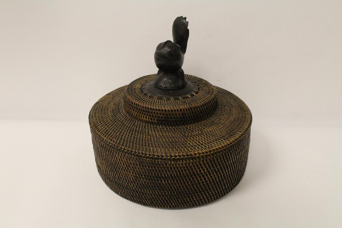 antique Nantucket basket with wood carving finial - 4