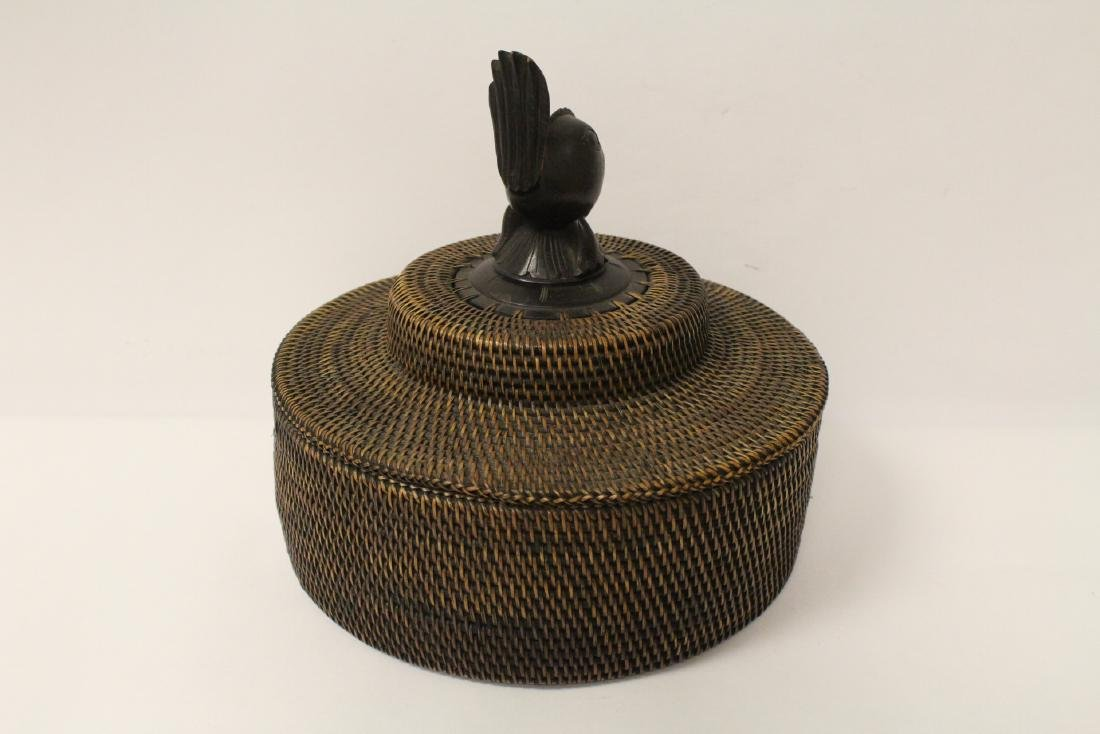 antique Nantucket basket with wood carving finial - 5