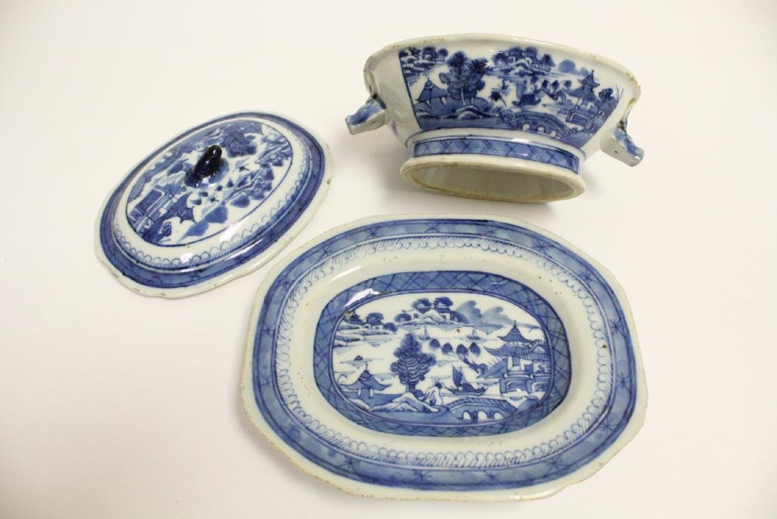 18th c. Chinese export b&w tureen, and a small vase - 10