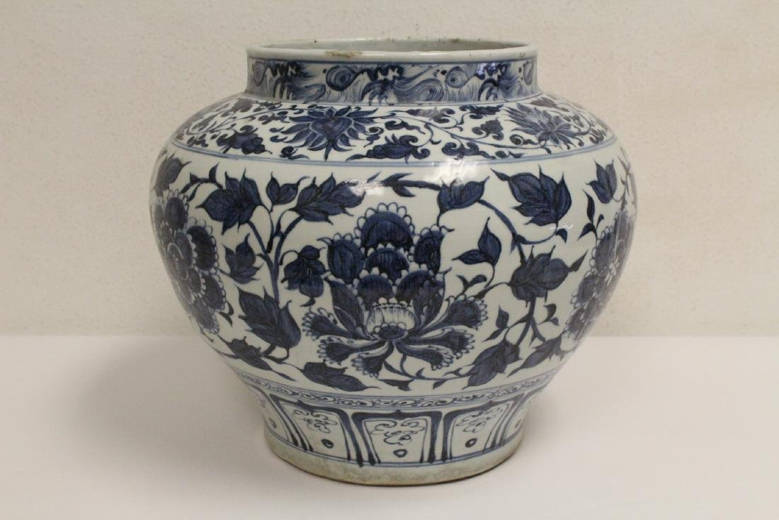 Chinese blue and white porcelain jar - 6
