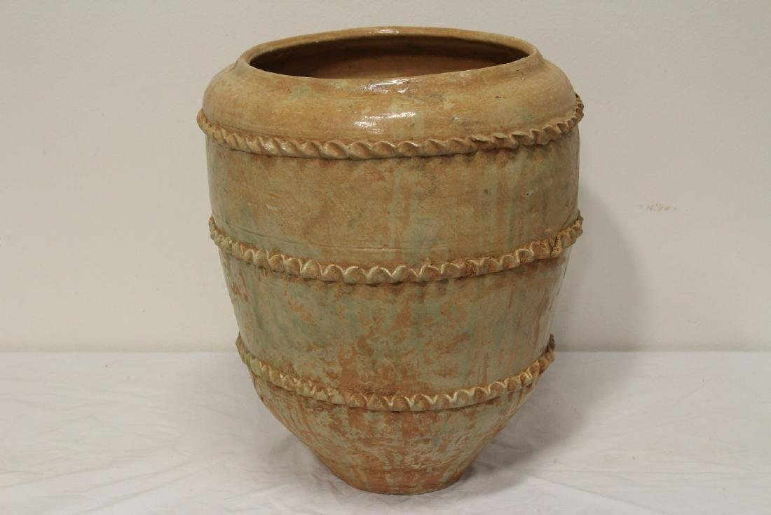 Chinese 18th century or early pottery covered jar - 2