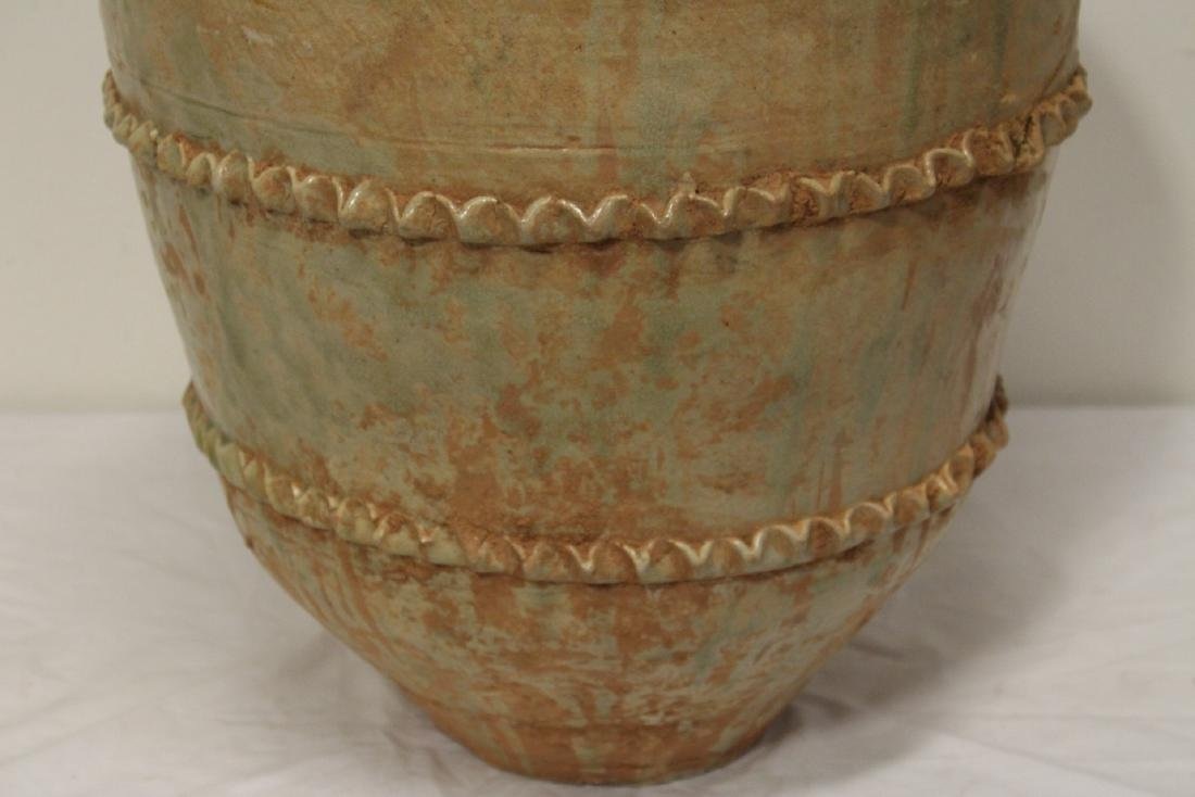 Chinese 18th century or early pottery covered jar - 3