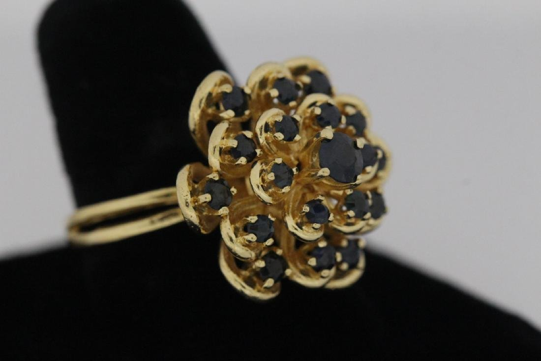 A 14K Y/G sapphire ring - 4