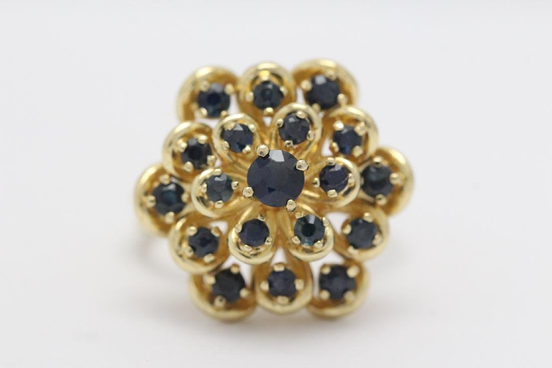 A 14K Y/G sapphire ring - 5