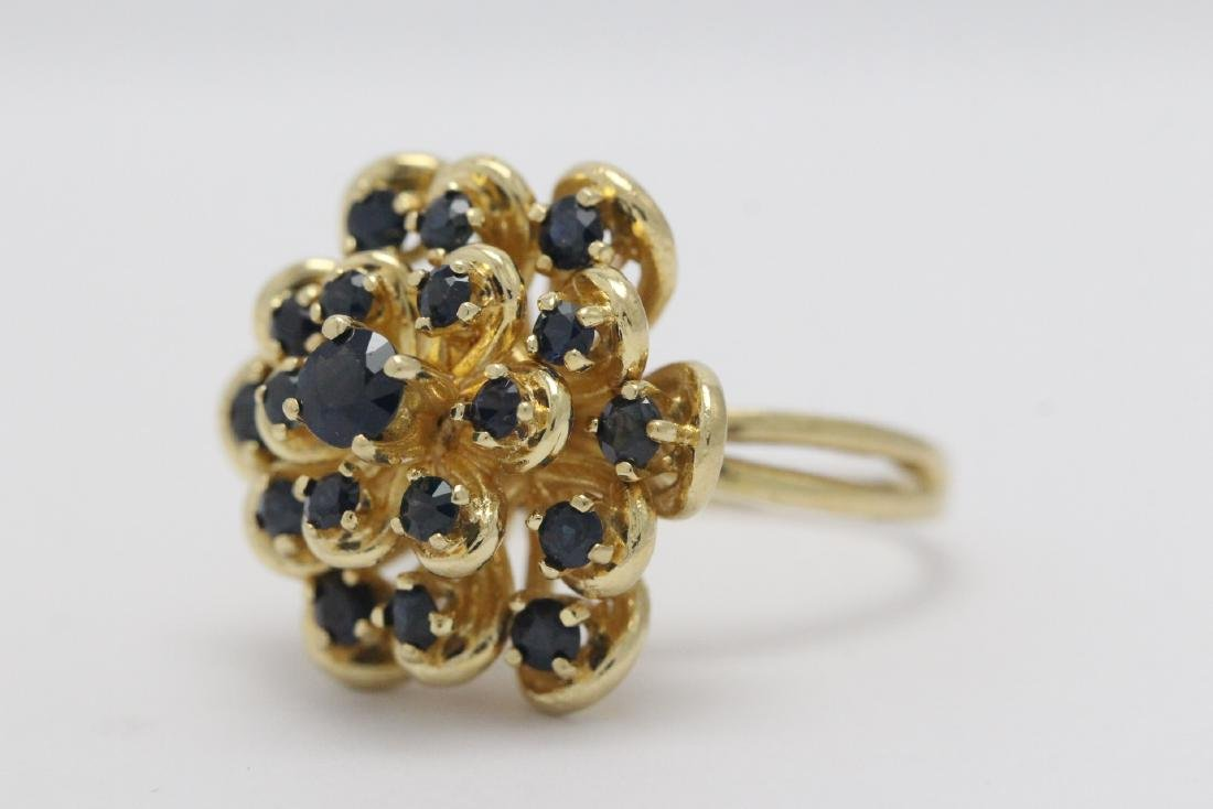 A 14K Y/G sapphire ring - 6